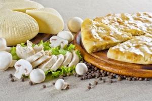 Пирог с курицей, сыром и грибами
