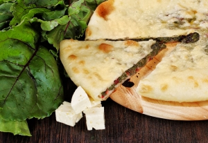 Пирог с сыром и свекольными листьями
